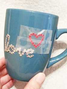 Gluing rhinestones to a coffee mug